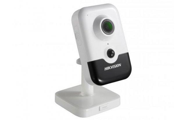 IP видеокамера Hikvision DS-2CD2423G0-IW 2.8mm